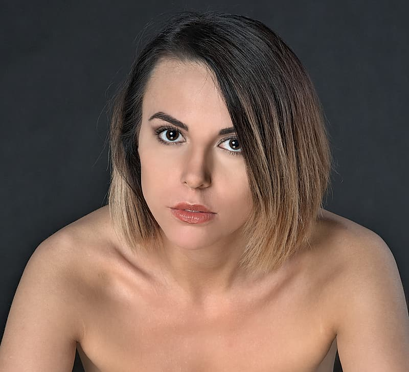 Topless woman with her hand on her chin | Pikrepo
