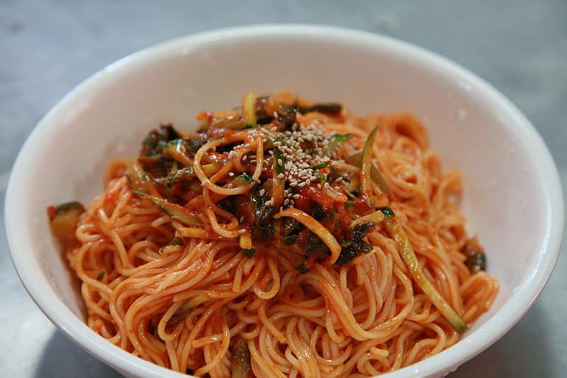 Spaghetti with vegetables in bowl