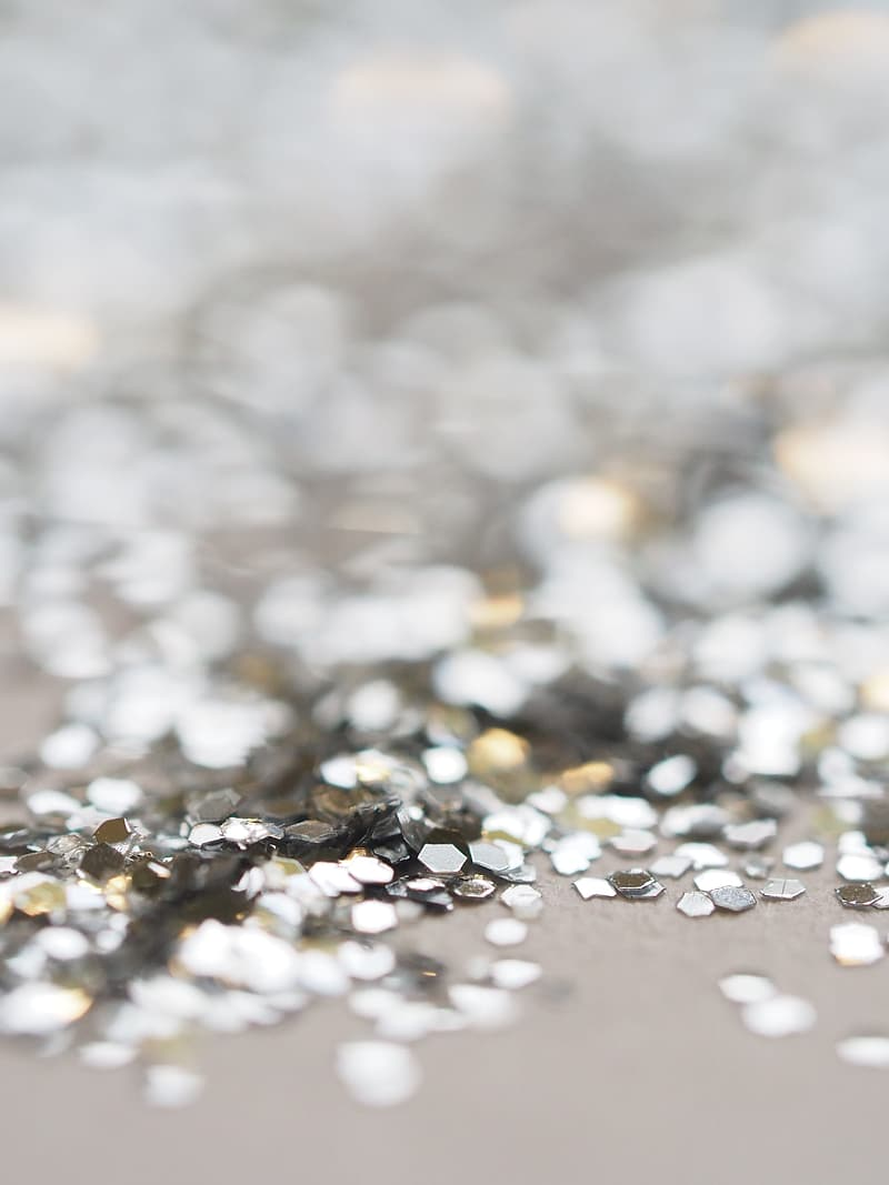 Selective focus photography of glitter
