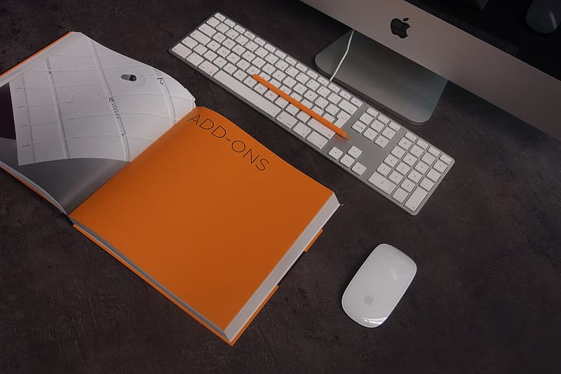 Silver iMac, Apple Magic keyboard and mighty mouse
