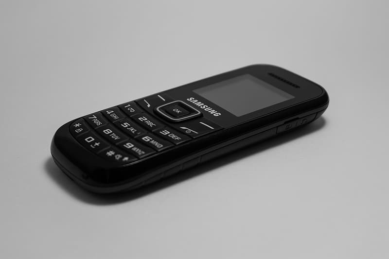 Black samsung candy bar phone