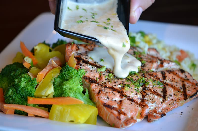 Fried salmon with mayonaise