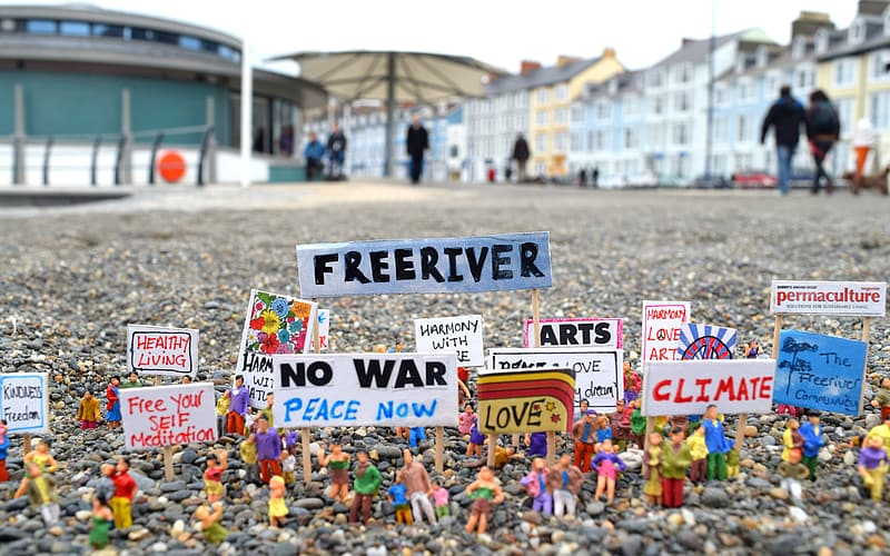 Freeriver protest figure collection