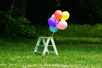 Six balloons tied on 3-step table
