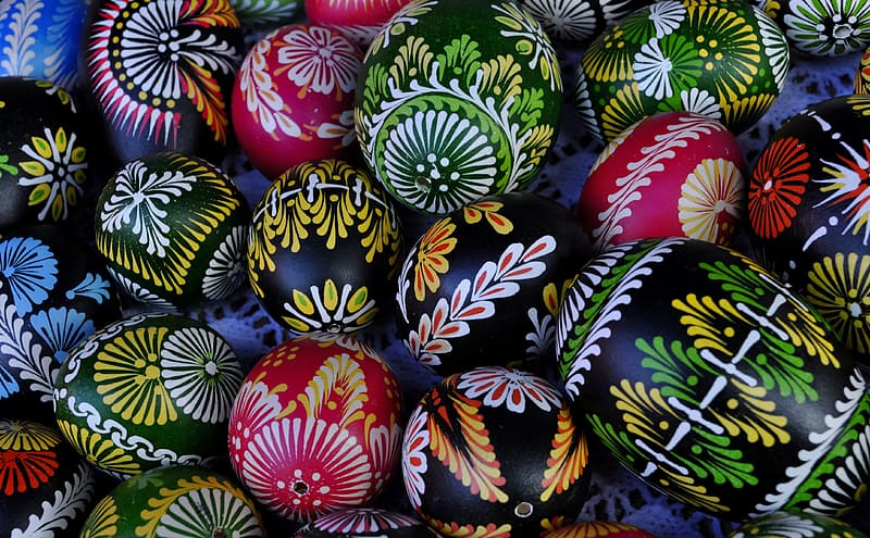 Assorted-colored egg lot