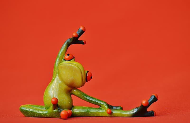 Green frog stretching figurine