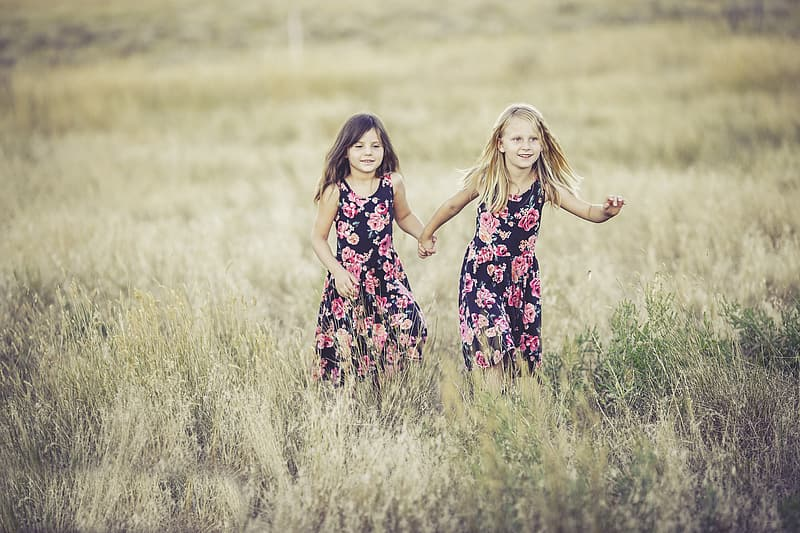Shallow focus photography of two girls