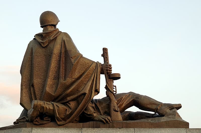 Two soldiers kneeling and lying statue during day