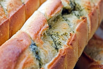 Shallow focus photography of a bread