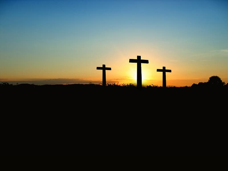 The Three Crosses over the horizon