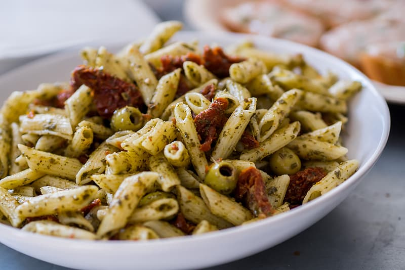 Cooked pasta on bowl
