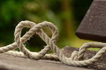 Tilt lens photography of brown rope
