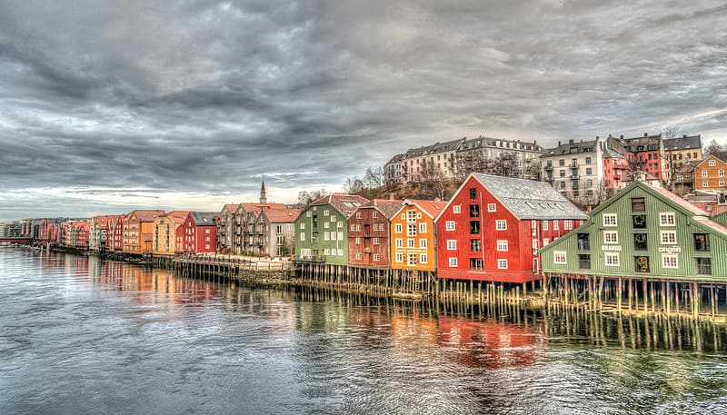 Assorted-color houses near bodies of water panoramic photography
