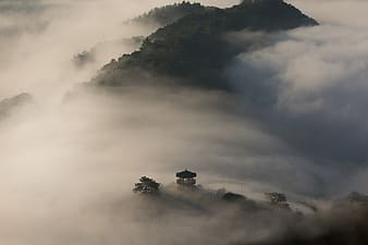 Mountain sea of clouds during daytime