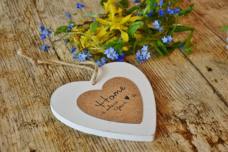 Heart-shaped brown wooden hanging decor