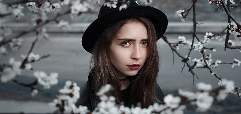 Selective focus photography of woman wearing hat