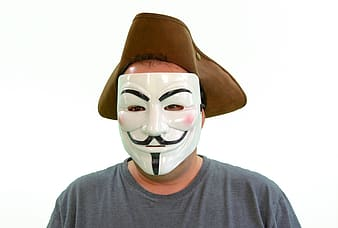 Person in gray crew-neck t-shirt wearing mask