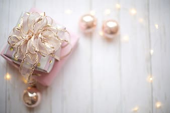Gold and white pearl accessory