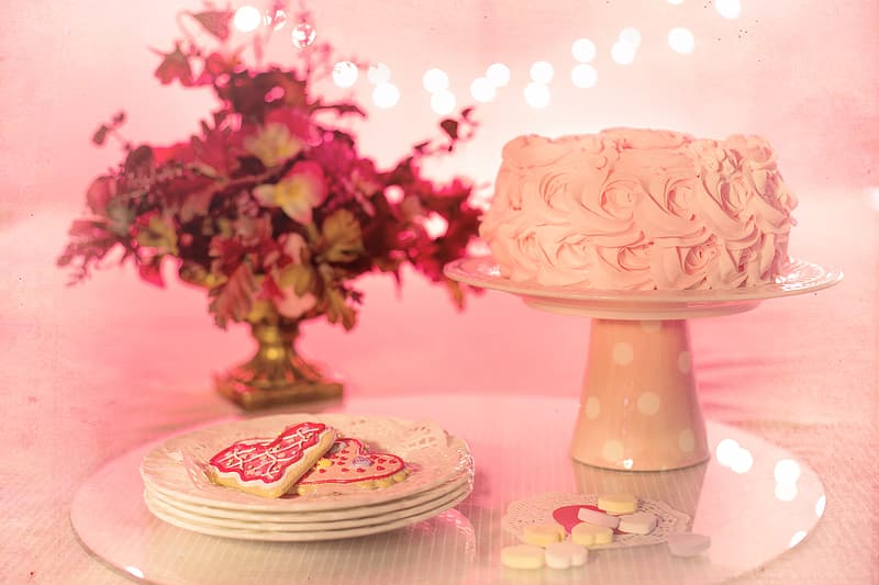 Round white tray with pink cake