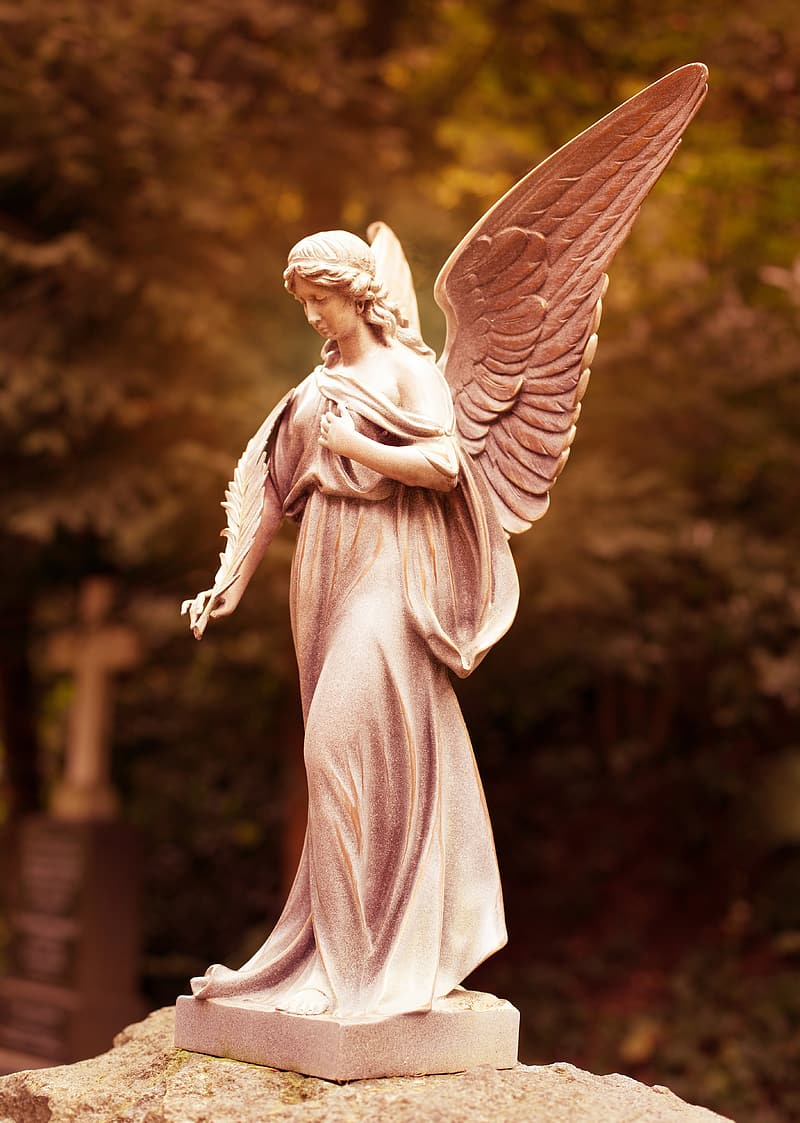 Angel figurine in selective focus photography