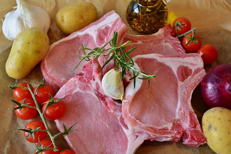 Animal meat with tomatoes