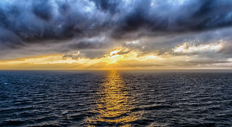 Photo of ocean during sunset
