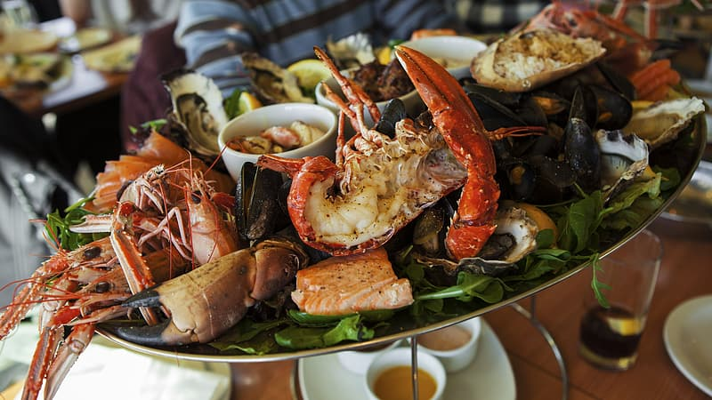 Cooked seafoods with sauces