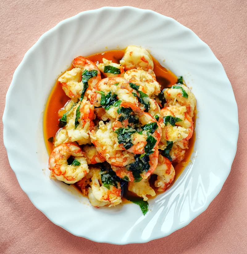 Cooked shrimps with herbs