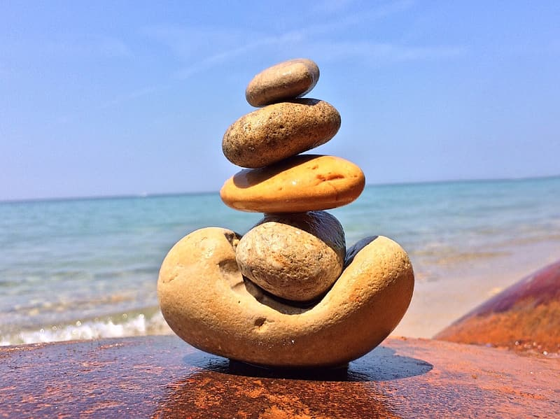 Shallow focus photography stone balancing art during daytime