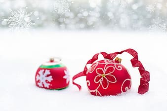 Red and white floral christmas bauble