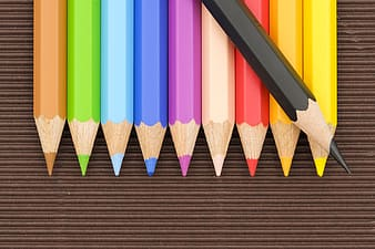 Color pencils lining up