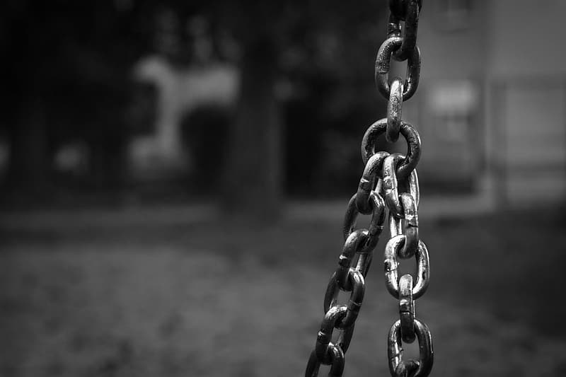 Selective focus photography of black metal chain