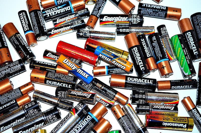 Assorted Duracell and Daily Max battery cells