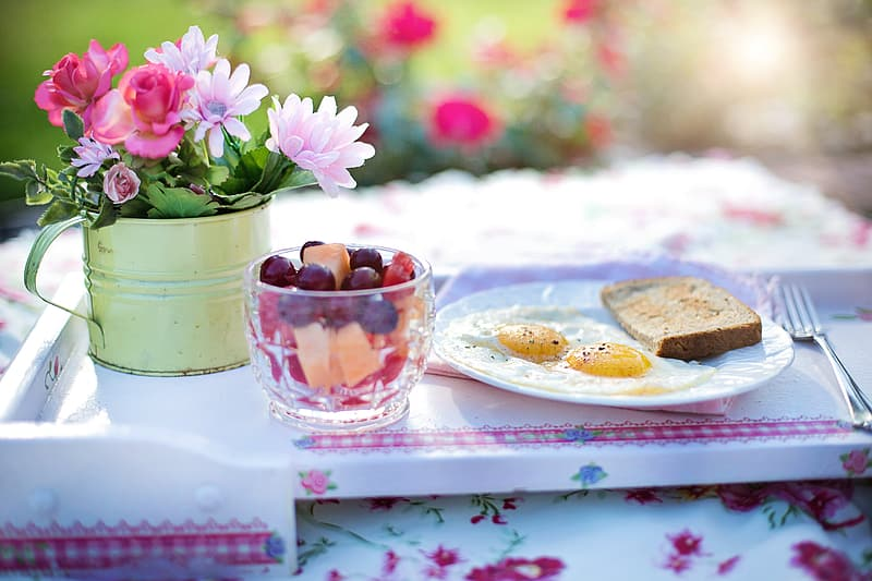 Bread and egg on plate during daytime