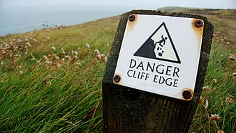 Danger cliff edge signage