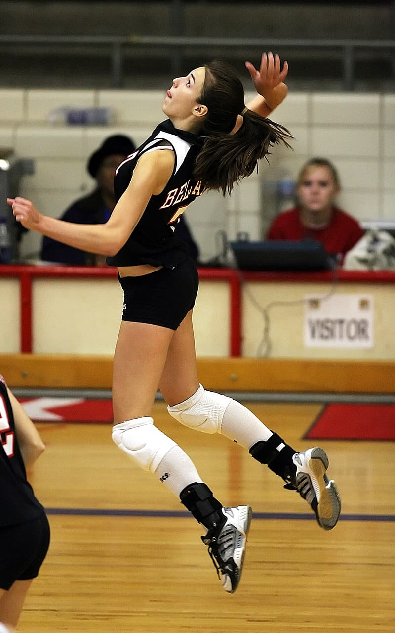 Volleyball player spiking position