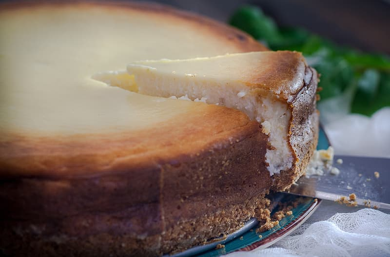 Shallow focus photo of round cake pastry