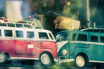 Red and green Volkswagen Transporter 1 scale models