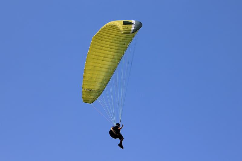 Person doing parachute during daytime