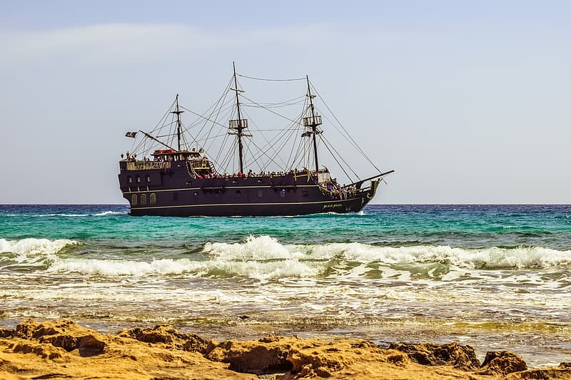 Brown and beige pirate ship on body of water
