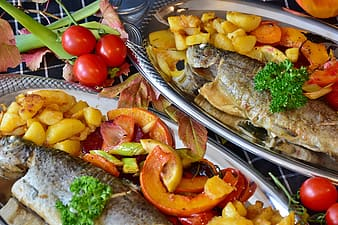 Fried fish with tomatoes