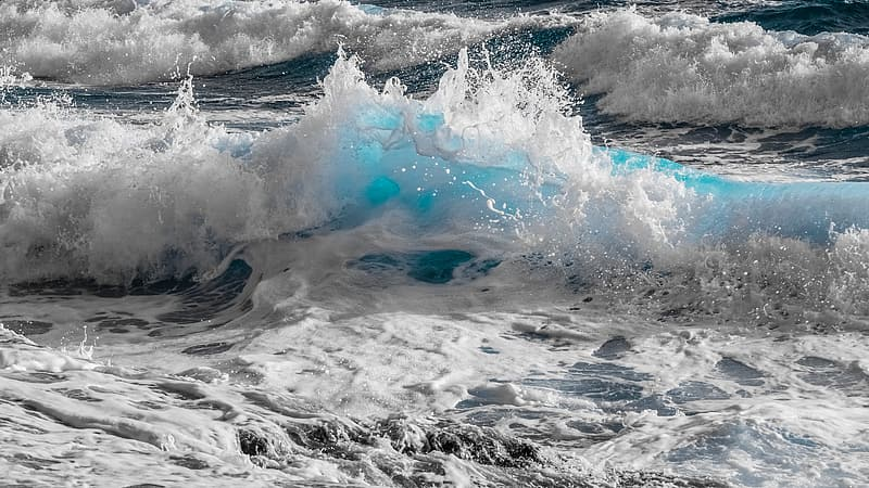 Shallow photography of water waves