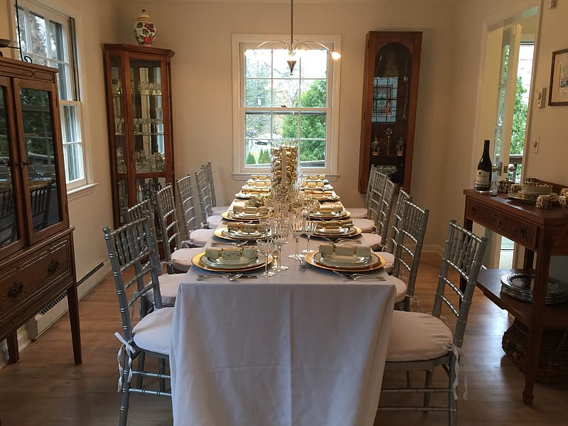 White table cloth with white table cloth