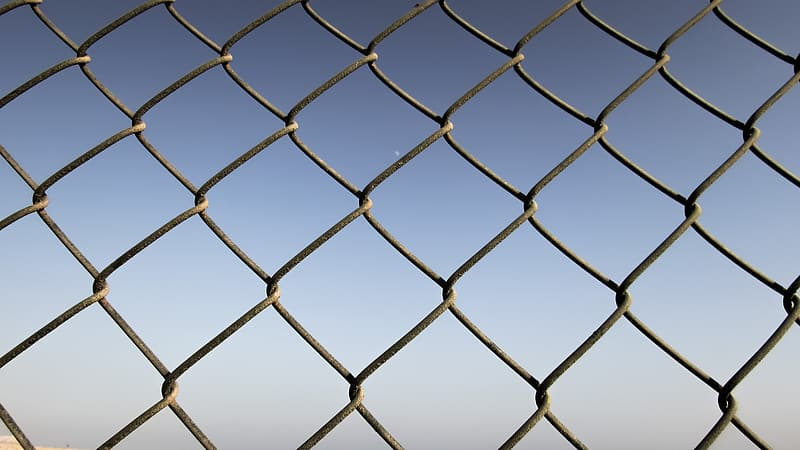 Gray link-chain fence