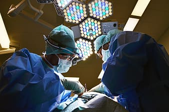 Group doctors in an ongoing operation