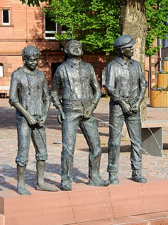 2 men in black hat statue